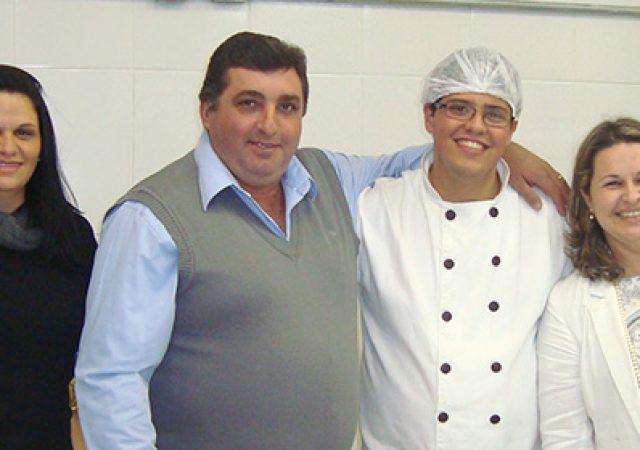 L.A. Ferretti premia alunos de Gastronomia da FAJ