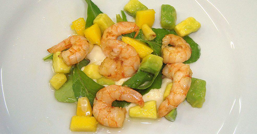Salada tropical de abacate