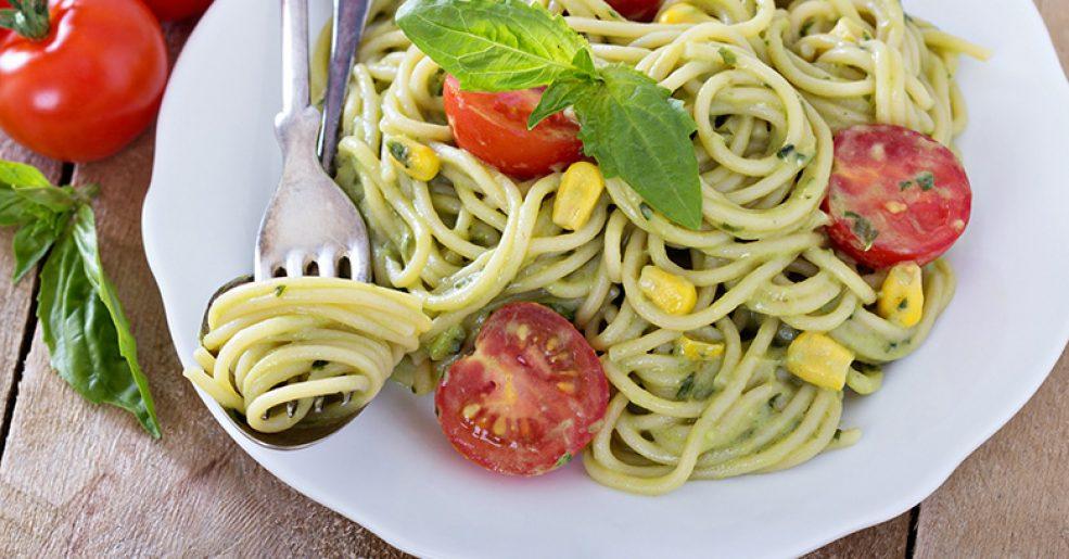 Espaguete com molho de abacate
