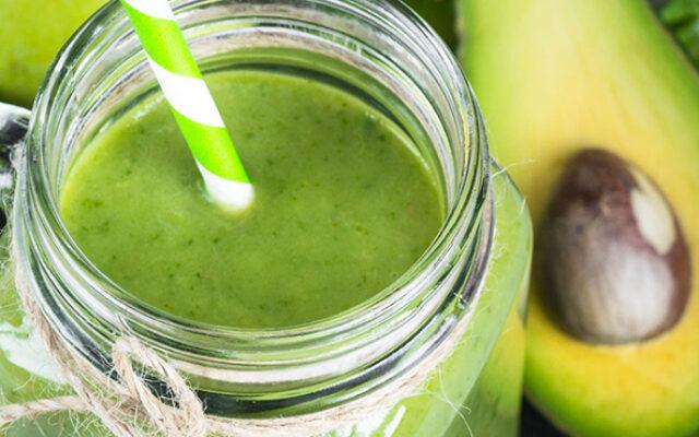 Suco Detox de Abacate e Limão