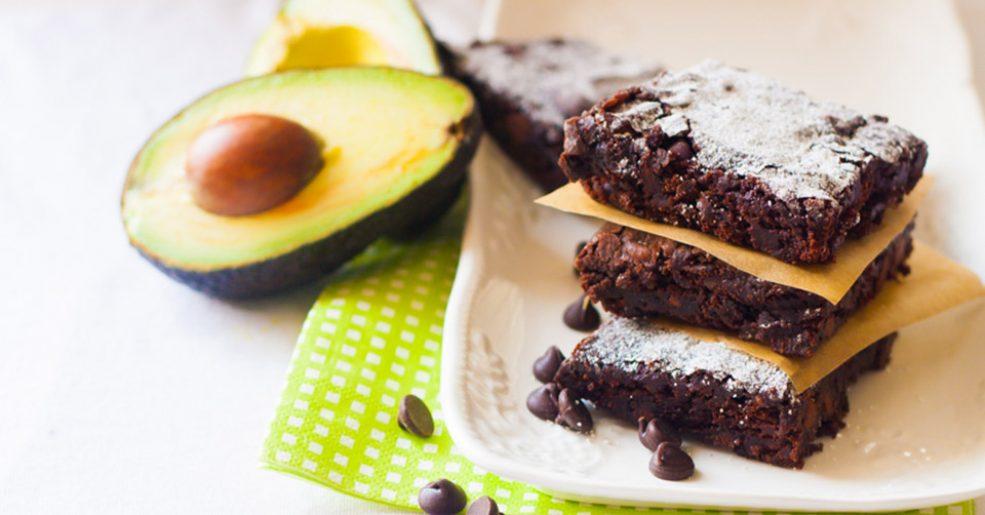 Brownie com glacê de abacate
