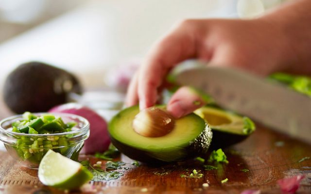 Abacate do café ao jantar: como aproveitar a fruta rica em gorduras boas