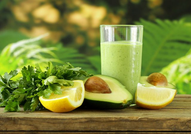 Suco de abacate com limão e laranja