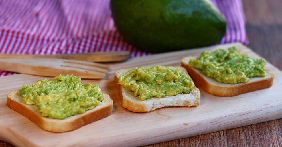 Torradas com abacate