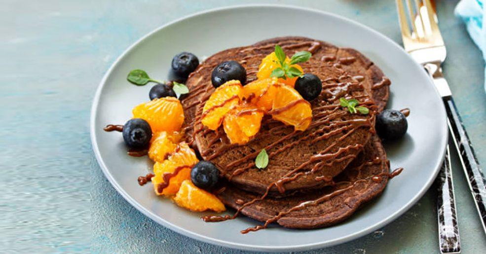 Panqueca de Chocolate com Calda de Tangerina