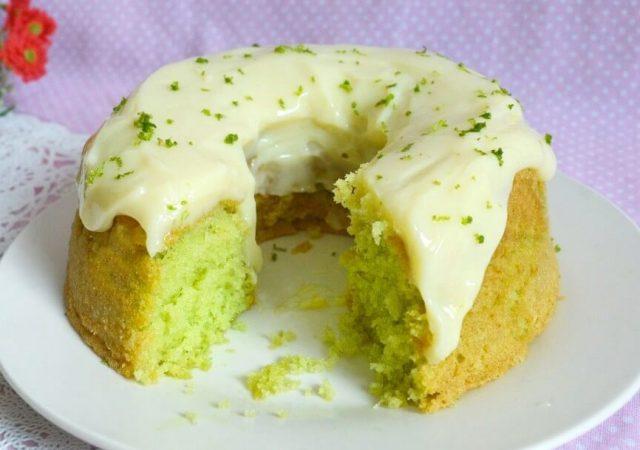 Bolo Verde com Cobertura de Mousse de Limão