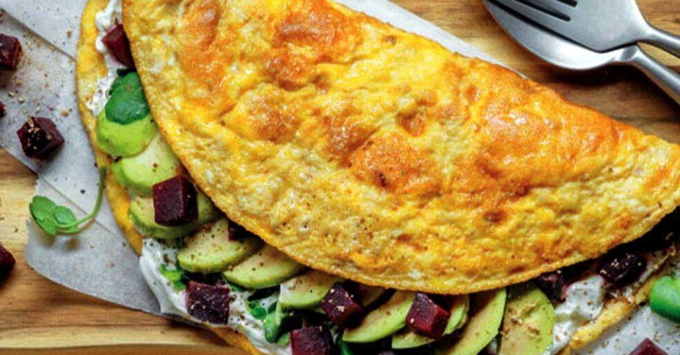 Omelete com Queijo e Abacate
