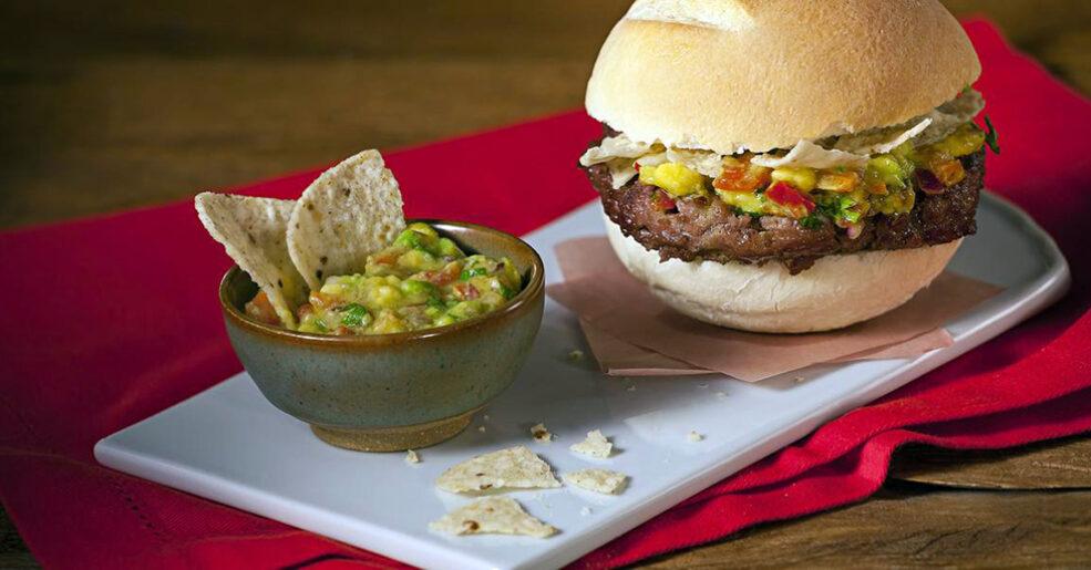 Hambúrguer Caseiro com Toque Mexicano
